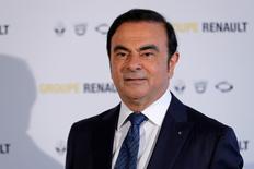 """Renault a annoncé mercredi une réduction de 20% de la part variable de la rémunération de son PDG Carlos Ghosn au titre de 2016, pour tenir compte du vote négatif des actionnaires du groupe sur le """"say on pay"""". /Photo d'archives/REUTERS/Benoit Tessier"""