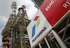 La compagnie nationale pétrolière indonésienne Pertamina a signé un accord en vue d'acquérir les 24,53% que détient Pacifico, la société du président de Maurel & Prom Jean-François Hénin, au capital du groupe pétrolier français. /Photo d'archives/REUTERS/Darren Whiteside
