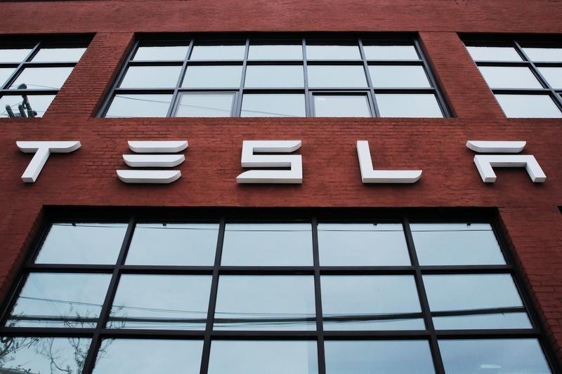 Solarcity Accepts Teslas 26 Billion Offer Both Shares Fall Reuters