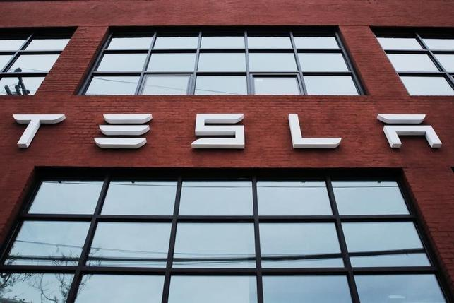 SolarCity accepts Tesla's $2.6 billion offer; both shares fall