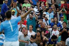 Del Potro joga munhequera para torcia 8/8/201 P. Scott-USA TODAY Sports