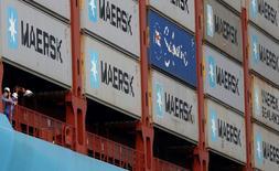Las bolsas europeas arrancaban el viernes al alza y marcaban un nuevo máximo de siete semanas, en un mercado impulsado por las energéticas y por empresas como A.P. Moller-Maersk, que subía con fuerza tras mantener sus objetivos.  En esta imagen de archivo, el mayor buque contenedor del mundo, el MV Maersk Mc-Kinney Moller, en el puerto de Singapur el 27 de septiembre de 2013. REUTERS/Edgar Su/File Photo