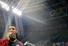 Michael Phelps com medalaha dos 4 x 200m livre REUTERS/Dominic Ebenbichler
