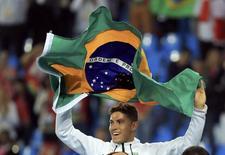 Novo campeão olímpico do salto com vara, Thiago Braz. 15/08/2016 REUTERS/Dominic Ebenbichler