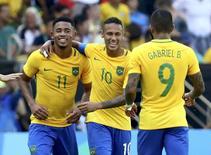 Atacantes brasileiros Neymar, Gabriel Jesus e Gabriel comemoram gol contra Honduras. 17/08/2016 REUTERS/Leonhard Foeger