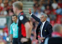 """Britain Football Soccer - AFC Bournemouth v Manchester United - Premier League - Vitality Stadium - 14/8/16 Manchester United manager Jose Mourinho and Bournemouth manager Eddie Howe  Action Images via Reuters / Andrew Couldridge Livepic EDITORIAL USE ONLY. No use with unauthorized audio, video, data, fixture lists, club/league logos or """"live"""" services. Online in-match use limited to 45 images, no video emulation. No use in betting, games or single club/league/player publications.  Please contact your account representative for further details."""