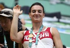 Isinbayeva acena durante Jogos do Rio.  16/08/2016.   REUTERS/Michael Dalder