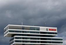 """Robert Bosch juge """"fantaisistes et sans fondement"""" les allégations selon lesquelles il aurait aidé sciemment Volkswagen à contourner les lois anti-pollution en vigueur aux Etats-Unis. /Photo prise le 29 juillet 2016/REUTERS/Michaela Rehle"""