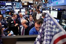 La Bourse de New York a fini mardi en baisse de 0,26%, pénalisée par le recul d'Apple (-0,77%), l'indice Dow Jones cédant 48,35 points à 18.454,64. /Photo prise le 30 août 2016/REUTERS/Lucas Jackson