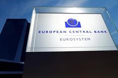 Штаб-квартира ЕЦБ во Франкфурте-на-Майне. 8 сентября 2016 года. Европейский центробанк, как и ожидалось, оставил процентные ставки без изменений в четверг, а также сохранил ключевые параметры своей программы скупки активов на 1,74 триллиона евро ($1,95 триллиона), с помощью которой он стремится оживить рост и инфляцию. REUTERS/Ralph Orlowski