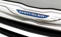 Fiat Chrysler Automobiles a annoncé jeudi le rappel de 1,9 million de véhicules dans le monde pour un défaut d'airbag mis en cause dans trois décès et cinq cas de blessures. Le rappel, qui concerne aussi un défaut de prétensionneur de ceintures de sécurité, concerne des Chrysler Sebring, 200, Dodge Caliber, Avenger, Jeep Patriot et des SUV Compass vendus entre 2010 et 2014, ainsi que des Lancia Flavia de 2012 et 2013. /Photo d'archives/REUTERS/Kevin Lamarque