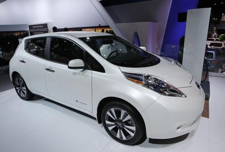 A Nissan Leaf electric car is displayed at the North American International Auto Show in Detroit, January 12, 2016.   REUTERS/Mark Blinch