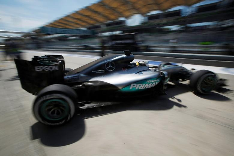 Formula One - F1 - Malaysia Grand Prix - Sepang, Malaysia- 30/9/16  Mercedes' Lewis Hamilton of Britain in action during first practice. REUTERS/Edgar Su