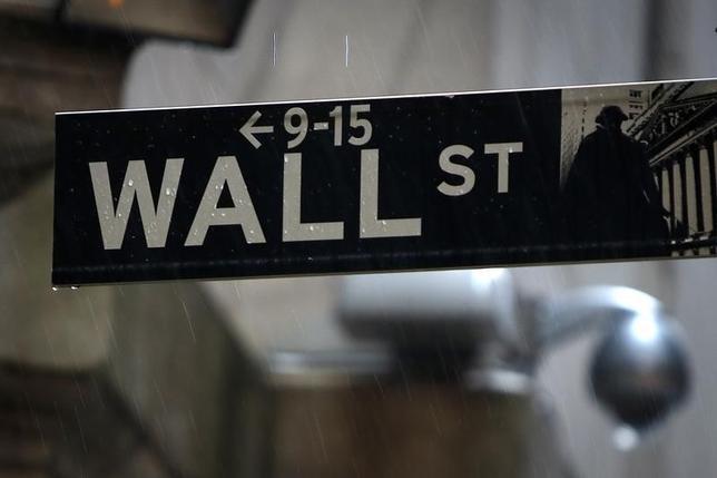 9月30日、米国株式市場は反発して取引を終えた。写真は2014年6月、ニューヨーク証券取引所前で撮影(2016年 ロイター/Carlo Allegri)