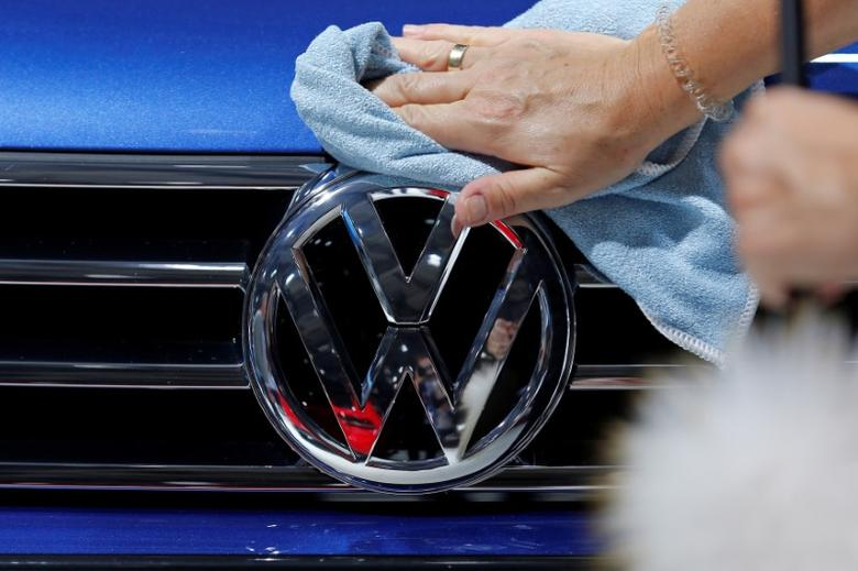 A worker shines the grill of a Volkswagen car displayed on media day at the Paris auto show, in Paris, France, September 30, 2016. REUTERS/Benoit Tessier - RTSQ7Z0
