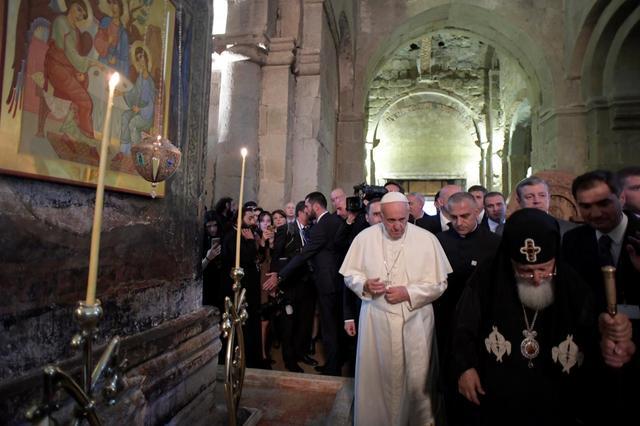 Pope Francis walks with Georgian Orthodox Patriarch Ilia II during a visit at the Svetitskhoveli Cathedral in Mtskheta, Georgia, October 1, 2016. REUTERS/Osservatore Romano/Handout via Reuters