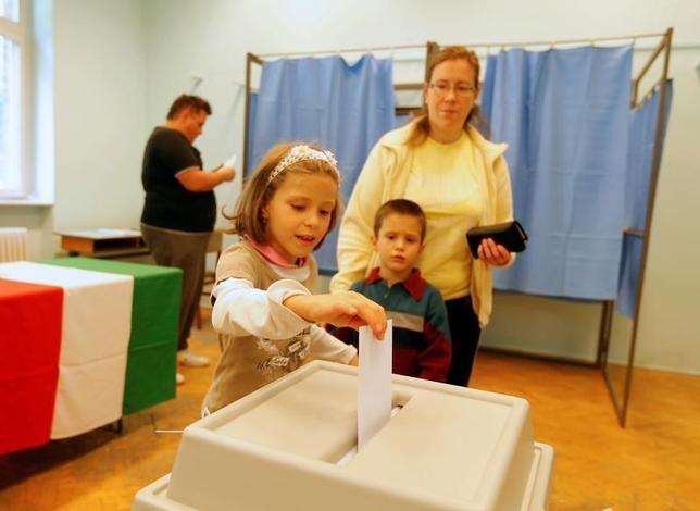 10月2日、ハンガリーで欧州連合(EU)の加盟国が難民を分担して受け入れることの是非を問う国民投票が行われた。(2016年 ロイター/Laszlo Balogh)