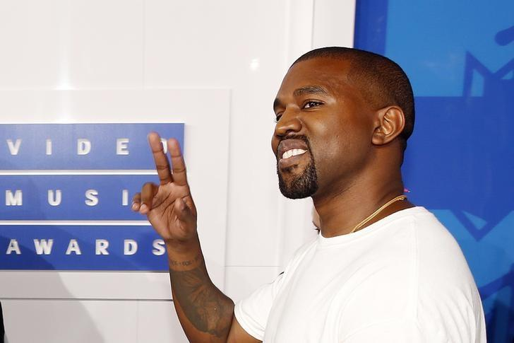 Kanye West arrives at the 2016 MTV Video Music Awards in New York, U.S., August 28, 2016.  REUTERS/Lucas Jackson/Files