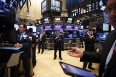La Bourse de New York a fini mardi en baisse de 0,48%, l'indice Dow Jones cédant 87,56 points à 18.166,29. /Photo prise le 3 octobre 2016/REUTERS/Lucas Jackson