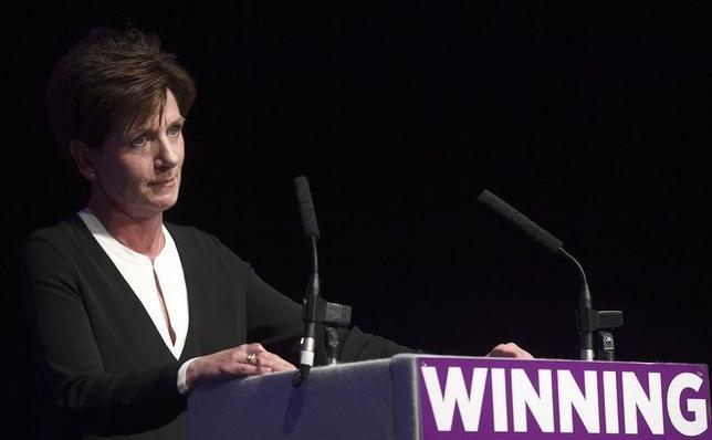 10月4日、英国のEU離脱派、独立党(UKIP)のダイアン・ジェームズ新党首が、選出からわずか18日で辞任を表明した。個人的かつ職業上の理由としている。写真は9月UKIP年次総会でのジェームズ党首(2016年 ロイター/Toby Melville)