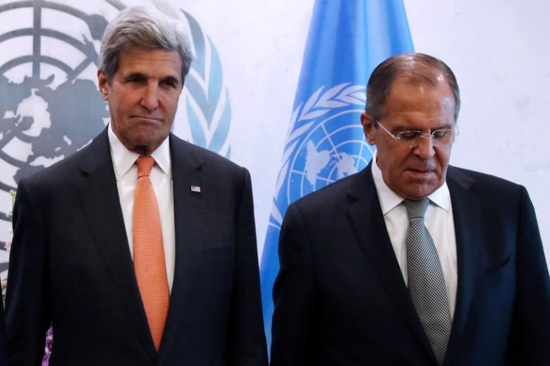 (L-R) U.S. Secretary of State John Kerry and Russian Foreign Minister Sergey Lavrov pose for a photo before a Middle East Quartet Principals Meeting during 71st Session of the United Nations General Assembly in Manhattan, New York, U.S., September 23, 2016. REUTERS/Andrew Kelly
