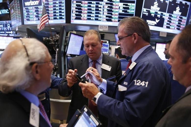 2016年10月3日,美国纽约证交所内的交易场景。REUTERS/Lucas Jackson
