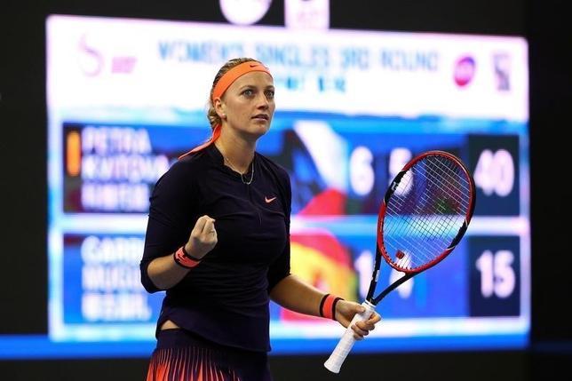 10月5日、テニスの中国オープン、女子シングルス3回戦、第14シードのペトラ・クビトバ(写真)が前回覇者で第2シードのガルビネ・ムグルサを6─1、6─4で下した(2016年 ロイター/Damir Sagolj)