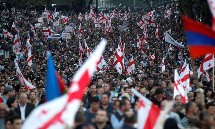 Supporters march during a pre-election rally of the largest opposition party United National Movement in Tbilisi, Georgia, October 5, 2016. REUTERS/David Mdzinarishvili