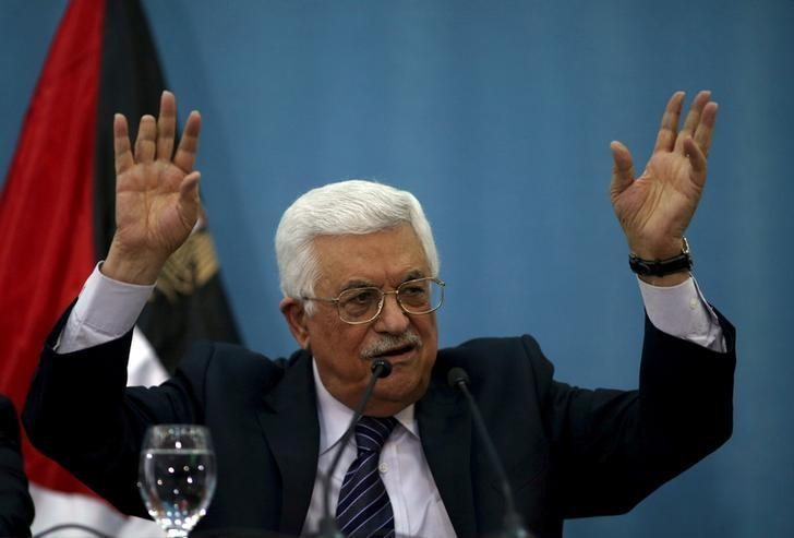 Palestinian President Mahmoud Abbas gestures as he speaks to the media in the West Bank city of Ramallah January 23, 2016. REUTERS/Mohamad Torokman/Files