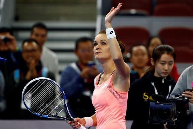 10月7日、テニスの中国オープン、女子シングルス準々決勝、第3シードのアグニエシュカ・ラドワンスカ(写真)がヤロスラワ・シュウェドワを6─1、6─2で下した(2016年 ロイター/Thomas Peter)