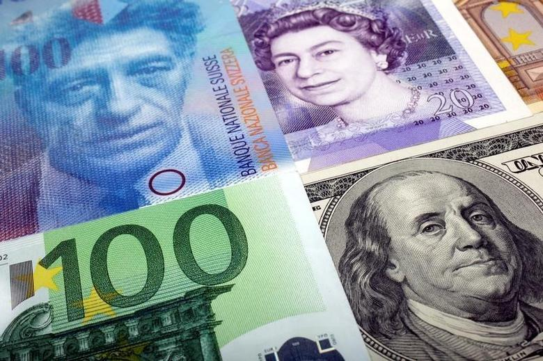 2011年1月26日,美元、瑞郎、英镑和欧元纸币。REUTERS/Kacper Pempel/Illustration/File Photo
