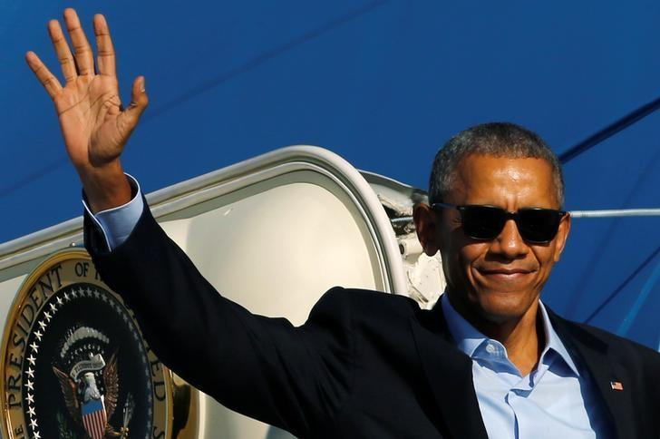 U.S. President Barack Obama waves as he boards Air Force One to depart O'Hare International Airport in Chicago, Illinois, U.S. October 9, 2016. REUTERS/Jonathan Ernst