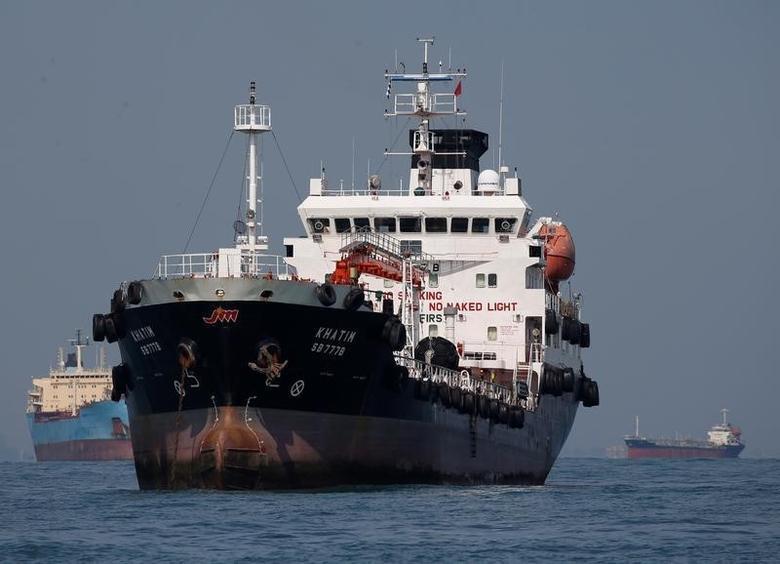 2016年6月8日,驶经新加坡南部海域的油轮。REUTERS/Edgar Su