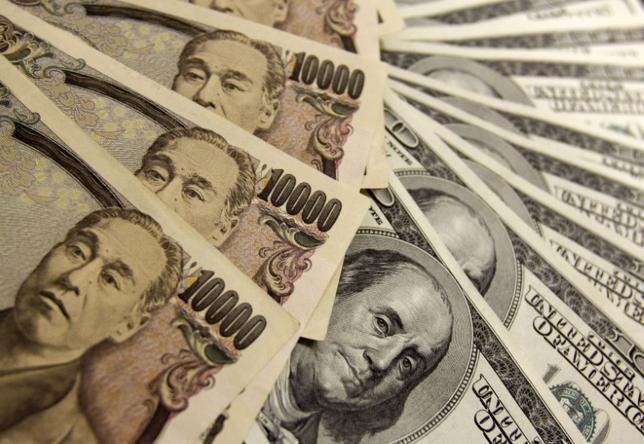 10月13日、富国生命保険の2016年度下期の一般勘定の運用方針では、オープン外債を中心とした投資を継続する。写真は都内で2009年11月撮影(2016年 ロイター/Yuriko Nakao)