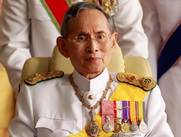 Thailand's King Bhumibol Adulyadej leaves the Siriraj Hospital for a ceremony at the Grand Palace in Bangkok in this December 5, 2010 file photo. REUTERS/Sukree Sukplang/File Photo