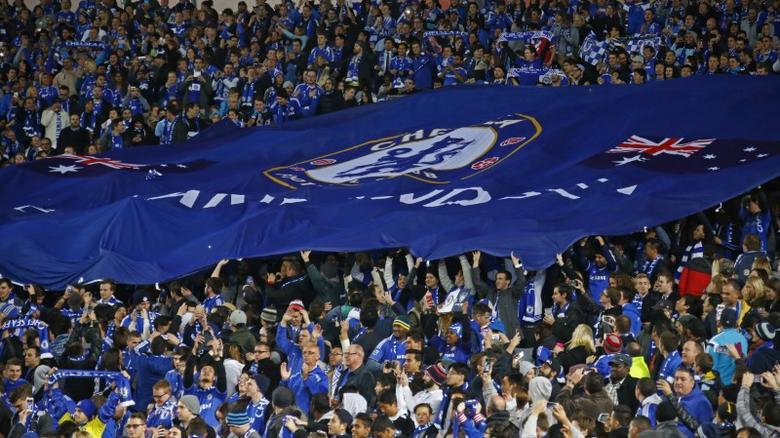 Football - Sydney FC v Chelsea FC - Friendly Match - ANZ Stadium, Sydney - Australia - 2/6/15Chelsea fans with a giant flagReuters /  David Gray