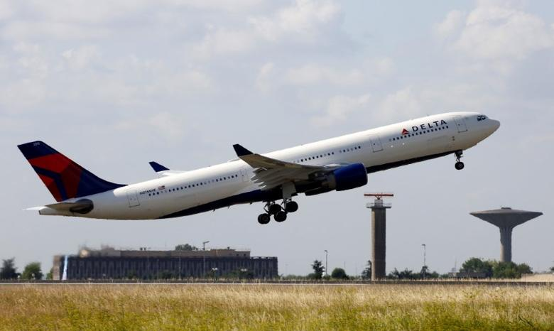 A Delta Air Lines Airbus A330 aircraft takes off at the Charles de Gaulle airport in Roissy, France, August 9, 2016. REUTERS/Jacky Naegelen