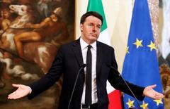 L'Italie vise dorénavant un déficit budgétaire représentant 2,3% du PIB l'an prochain, et non plus 2%, a annoncé samedi le président du Conseil Matteo Renzi. /Photo d'archives/REUTERS/Remo Casilli