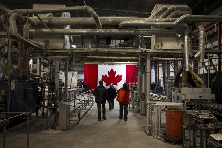 Supporters walk into a campaign event for Stephen Harper at a fibreglass rebar factory in Thetford Mines, Quebec, October 15, 2015.  REUTERS/Mark Blinch