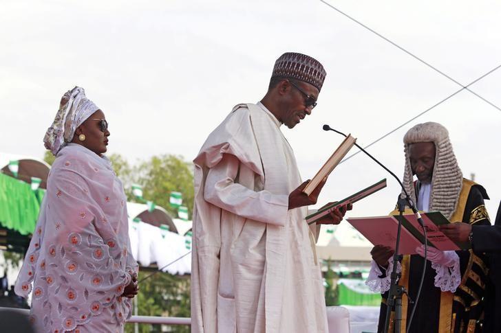 Chief Justice of Nigeria Mahmud Mohammed swears in Muhammadu Buhari (C) as Nigeria's president while Buhari's wife Aisha looks on at Eagle Square in Abuja, Nigeria May 29, 2015. REUTERS/Afolabi Sotunde/File Photo