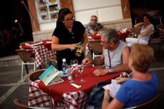 Près de Malaga. Le taux de chômage en Espagne est revenu au troisième trimestre à 18,9%, son plus bas niveau depuis près de sept ans, grâce aux recrutements temporaires liés au pic de la saison touristique. /Photo d'archives/REUTERS/Jon Nazca