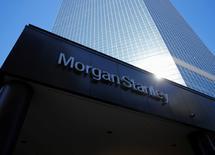 Morgan Stanley, à suivre lundi à Wall Street. Le vice-président exécutif de la banque, Jim Rosenthal, prendra sa retraite à la fin de l'année, selon une note interne du directeur général, James Gorman. /Photo d'archives/REUTERS/Mike Blake
