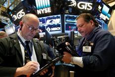 La Bourse de New York a fini mardi en baisse. L'indice Dow Jones a finalement perdu 105,32 points, soit 0,58%, à 18.037,10. Le Standard & Poor's 500, plus large, a cédé 0,68% à 2.111,72 et le Nasdaq Composite a reculé de 0,69% à 5.153,58. /Photo prise le 31 octobre 2016/REUTERS/Brendan McDermid