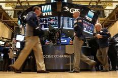 La Bourse de New York a ouvert en légère hausse jeudi. Le Dow Jones gagne 0,12% dans les premiers échanges, le S&P-500 progresse de 0,11% et le Nasdaq Composite cède 0,04%. /Photo prise le 14 octobre 2016/REUTERS/Brendan McDermid