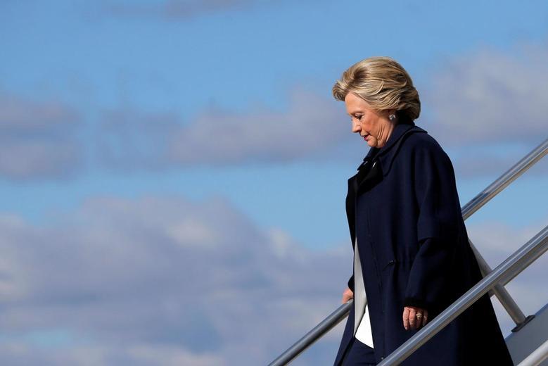 U.S. Democratic presidential nominee Hillary Clinton gets off her campaign plane in Moon, Pennsylvania, U.S. November 4, 2016. REUTERS/Brian Snyder