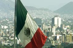 HSBC et Santander ont abaissé leurs prévisions de croissance au Mexique l'an prochain dans la perspective que l'élection de Donald Trump à la présidence des Etats-Unis. Les deux banques s'attendent désormais à ce que la croissance du PIB du Mexique soit d'environ 1,7% en 2017. /Photo d'archives/REUTERS/Andrew Winning