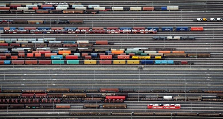Containers and cars are loaded on freight trains at the railroad shunting yard in Maschen near Hamburg, Germany, September 23, 2012.     REUTERS/Fabian Bimmer/File Photo