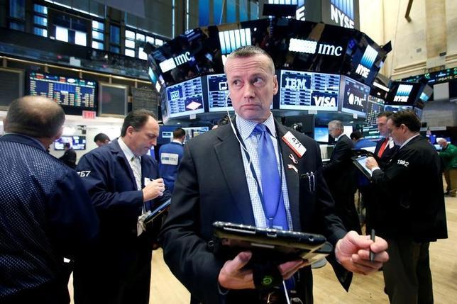 11月17日、トムソン・ロイター傘下の投資情報会社リッパーが発表した週間ファンド資金動向で、米国を拠点とする株式上場投信(ETF)への資金流入が過去最高に達したことが明らかになった。写真はニューヨークで16日撮影(2016年 ロイター/Brendan McDermid)