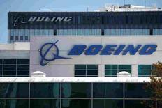 Boeing, à suivre à Wall Street. La Chambre américaine des représentants a adopté jeudi un projet de loi visant à interdire les ventes d'avions de ligne à l'Iran, cherchant ainsi à faire barrage à des contrats conclus par Boeing et Airbus, qui ont été approuvés par l'administration Obama. /Photo d'archives/REUTERS/Lucy Nicholson
