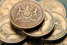 Le premier budget britannique depuis le vote en faveur du Brexit visera à préparer l'économie à la future sortie de la Grande-Bretagne de l'Union européenne et à aider les familles en situation précaire à affronter les difficultés à venir, a déclaré dimanche le ministre britannique des Finances. /Photo d'archives/REUTERS/Toby Melville
